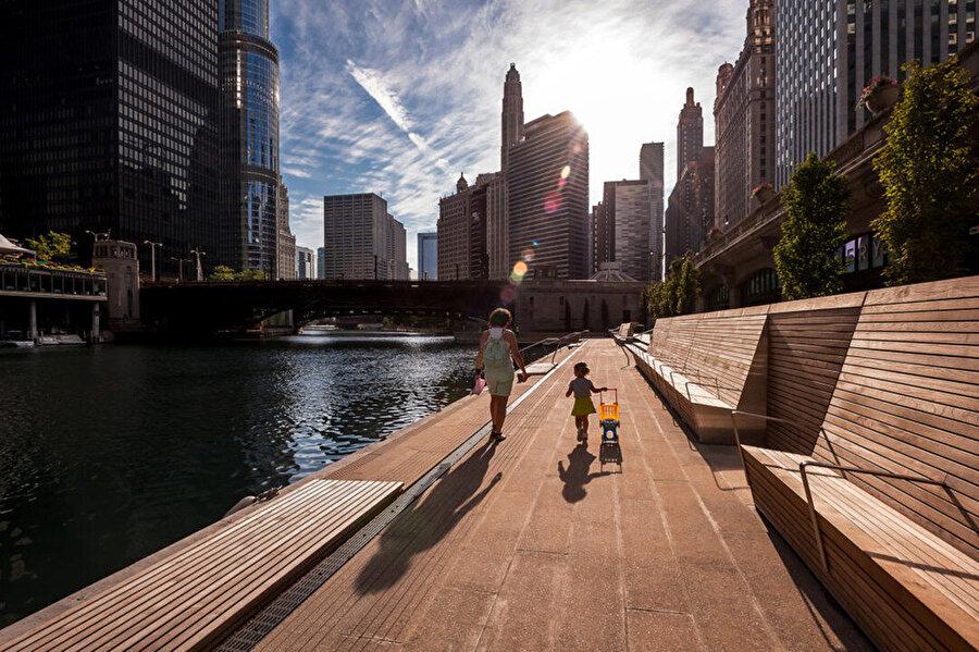 Şehir canlanmadan önce Riverwalk bireylere, şehir merkezindeki hareketlilikten uzak huzurlu bir mola imkanı sunuyor.