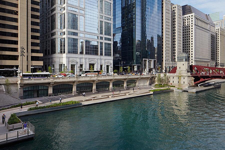 Şehir yaşamını nehrin eğlence amaçlı kullanımına bağlamak hedeflenmiş. Bu amaçla nehir yüksekliğine mümkün olduğunca yaklaştırılan patika yüksekliği, her türden tekne ve küçük teknenin yanaşmasını mümkün kılıyor.