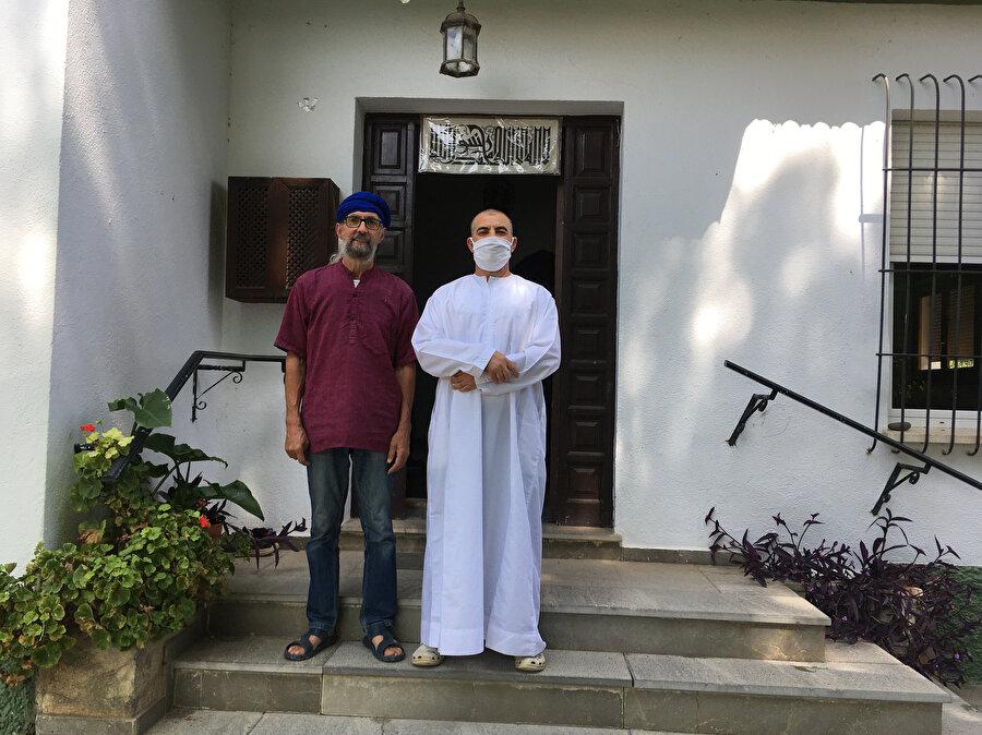 Vega Mescidi, Granada'nın Atarfe ilçesinde 2011 yılından bu yana Endülüs İslam kültürüyle bağlantılı faaliyetler yapıyor.