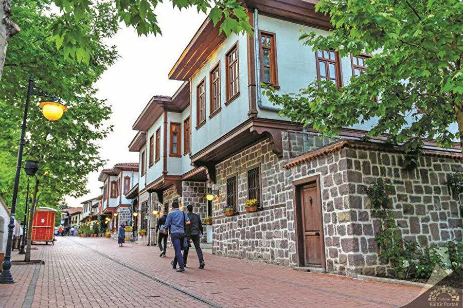 Ankara Hamamönü'ndeki evlerin cumbaları.