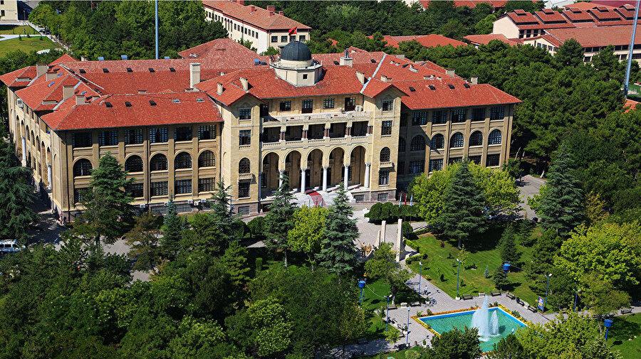 Gazi İlk ve Orta Muallim Mektebi, günümüzde Gazi Üniversitesi Rektörlük Binası olarak kullanılıyor.