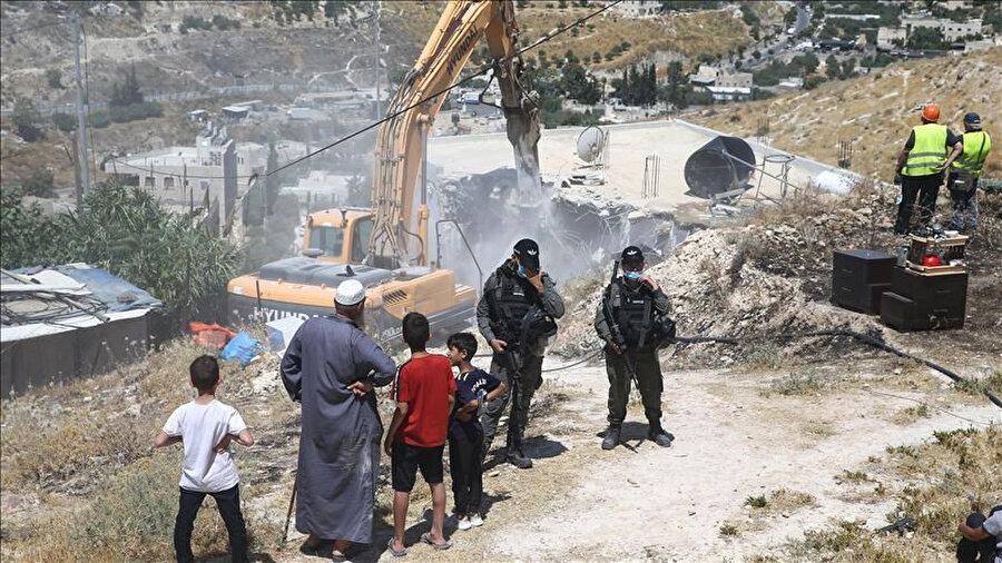 Koronavirüs salgınına rağmen İsrail yıkım faaliyetlerini tüm hızıyla sürdürüyor.