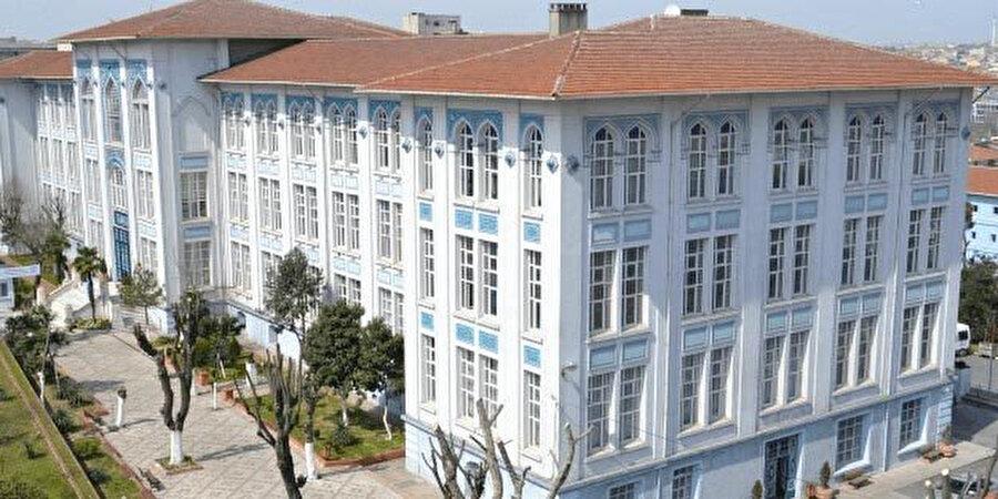 Fatih Çapa Fen Lisesi, Mimar Kemaleddin tarafından yapılan bir diğer okul yapısı.