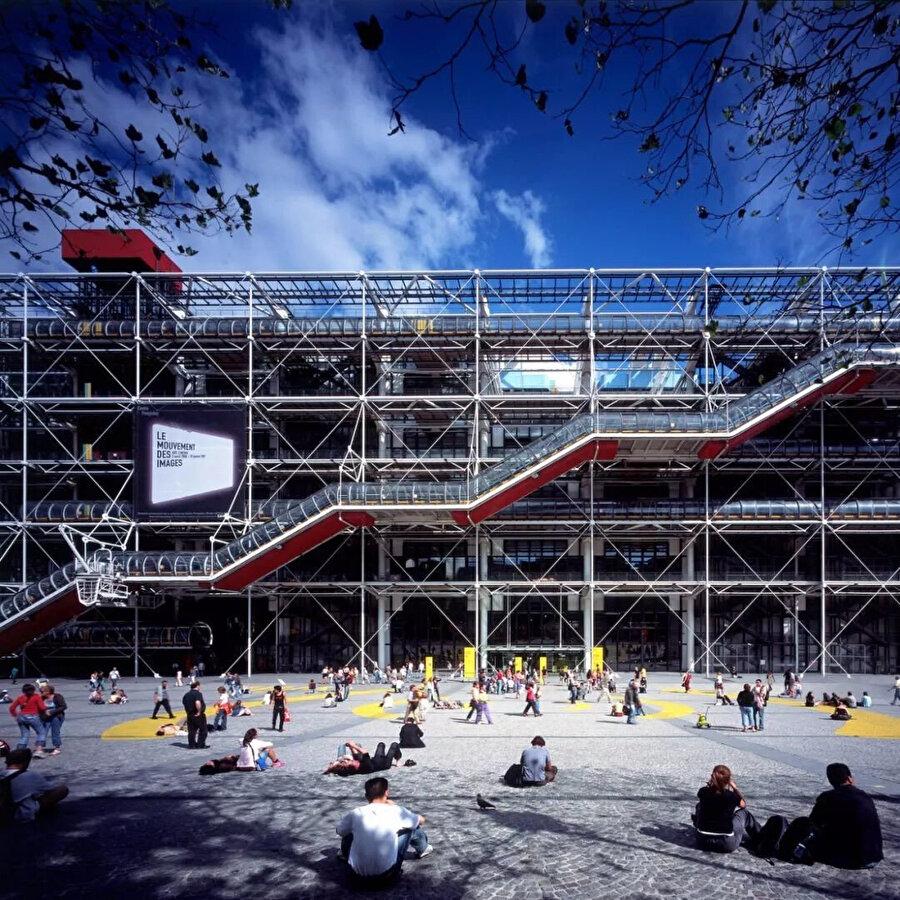 Centre Pompidou Meydanından Bakış.