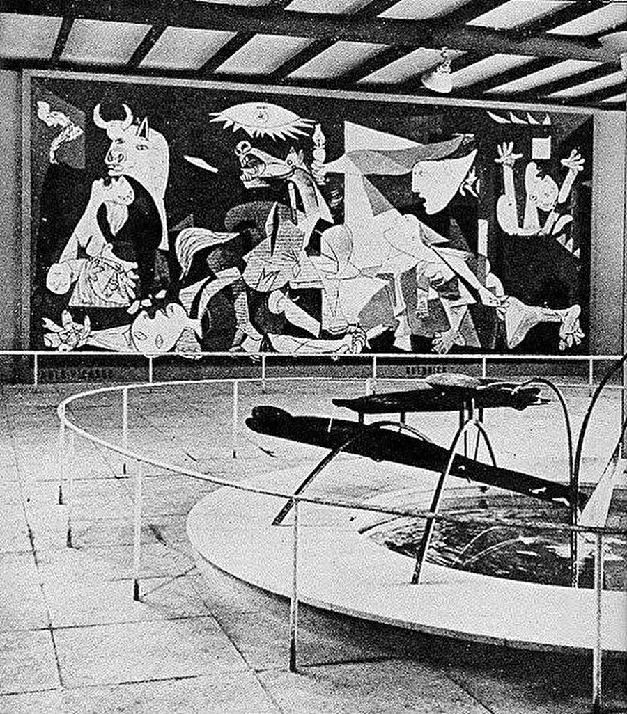 Guernica ilk olarak 11 Temmuz 1937 Paris Fuarı'ında sergilendi.