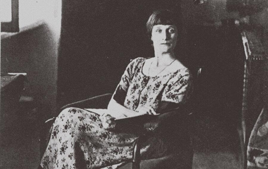Sovyet Yazarlar Birliği'nden çıkartılır, şiirleri ortadan kaldırılır, bir şaire yapılacak en büyük kötülük yapılır ona.