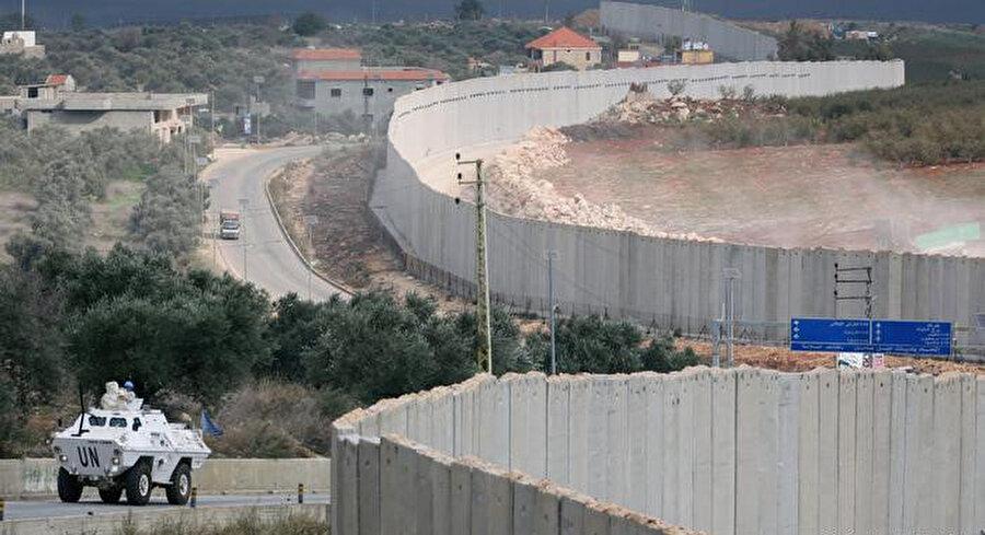 """BM harita bölümünden uzman bir grup, 2000'de İsrail'in çekilmesini doğrulamak amacıyla bir hat belirlemek için çalıştı ve buna daha sonra """"Mavi Hat"""" adı verildi."""