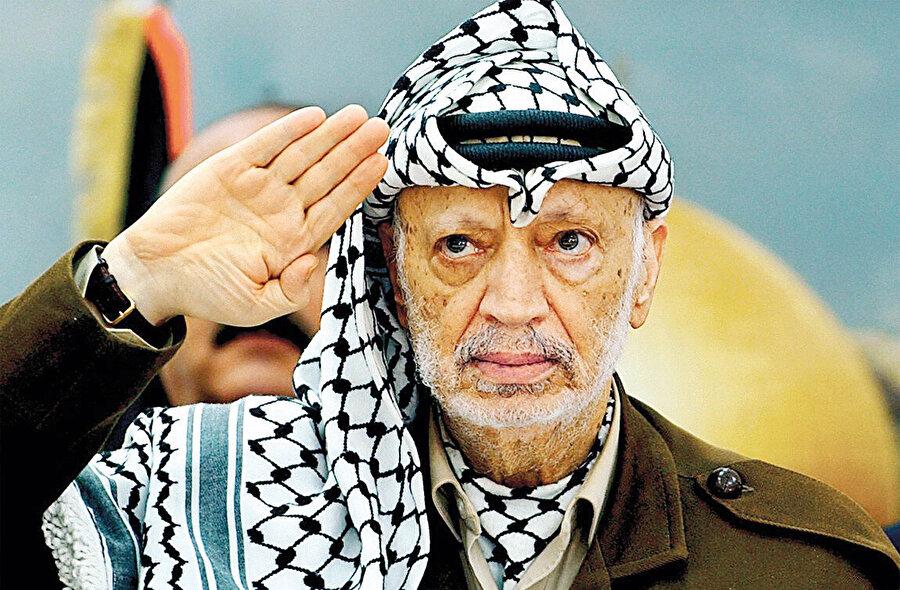 Nitekim İsviçreli doktorların sundukları rapor, Arafat'ın ölmeden önceki hâliyle Halife'ninki arasında benzerlikler olduğunu söylüyor.