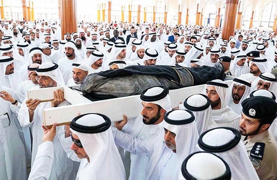 Abu Dabi Veliaht Prensi Bin Zayed sadece Başbakan ve Devlet Başkanı Yardımcısı Muhammed bin Raşid'i değil, diğer emirliklerin yöneticilerini de âdeta bir hiç hâline getirdi.