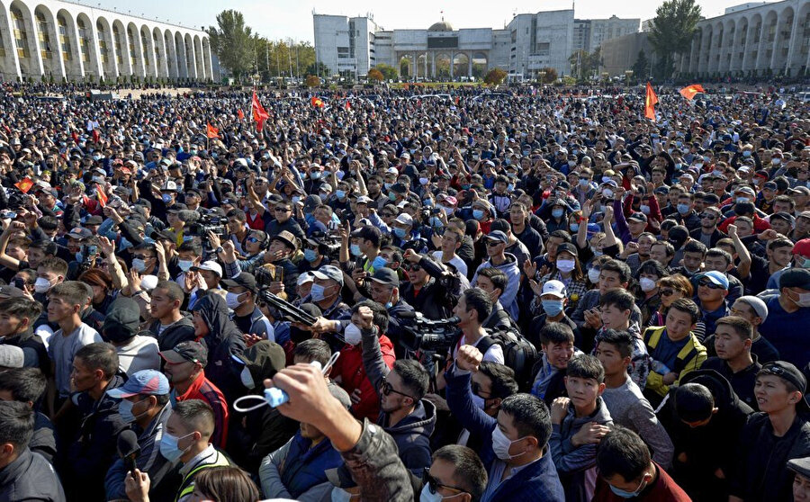 4 Ekim'de yapılan seçimlerin sonuçlarını tanımayan partilerin taraftarları geniş katılımlı eylemler düzenledi.