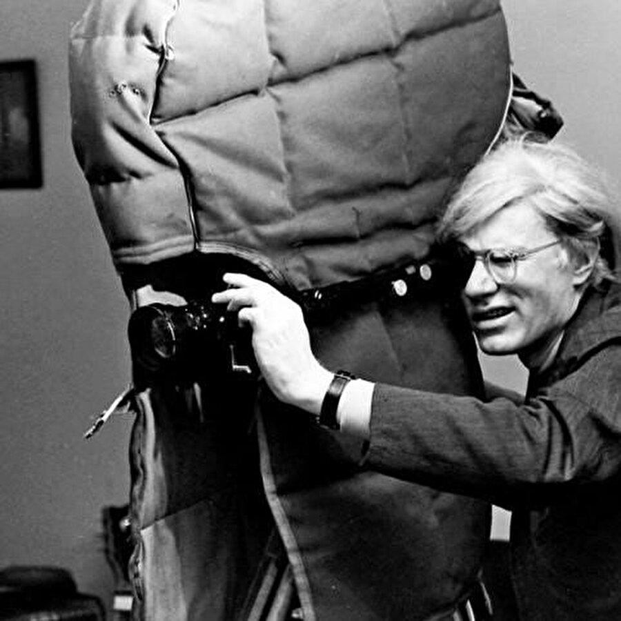 """Andy Warhol """"Women in Revolt"""" filmini çekerken, 1970."""