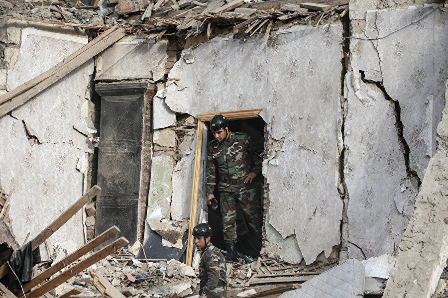 Ermenistan ordusunun, ateşkesin üzerinden 24 saat geçmeden, Azerbaycan'ın Gence kentine füzelerle saldırması sonucu 7 kişi öldü, 33 kişi de yaralandı