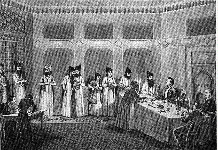 24 Ekim 1813'de bugün Azerbaycan'ın Goranboy Rayonu'na bağlı Gülistan köyünde bulunan tarihî kalede imzalanan anlaşmanın metni bizzat İngiltere'nin İran elçisi Sir Gore Ouseley tarafından kaleme alınır.
