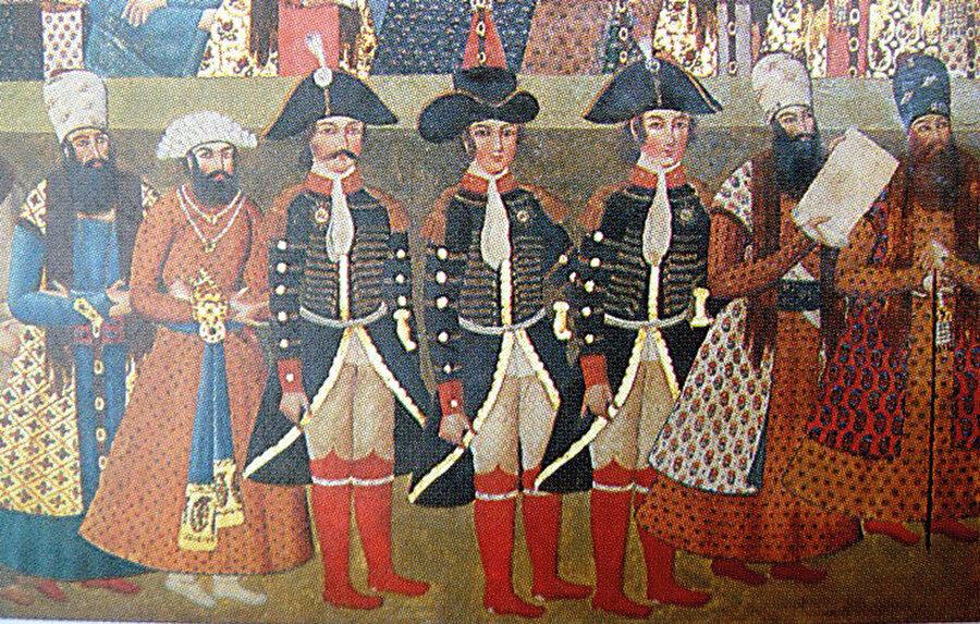 Rus elçisi ve adamları İran sarayında