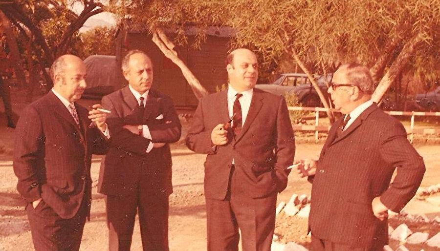 Rauf Denktaş, Dışişleri ve Savunma Bakanı Osman Örek, Meclis Başkanı Dr. Necdet Ünel, ve Cumhurbaşkanı Yardımcısı Dr. Fazıl Küçük ile birlikte.