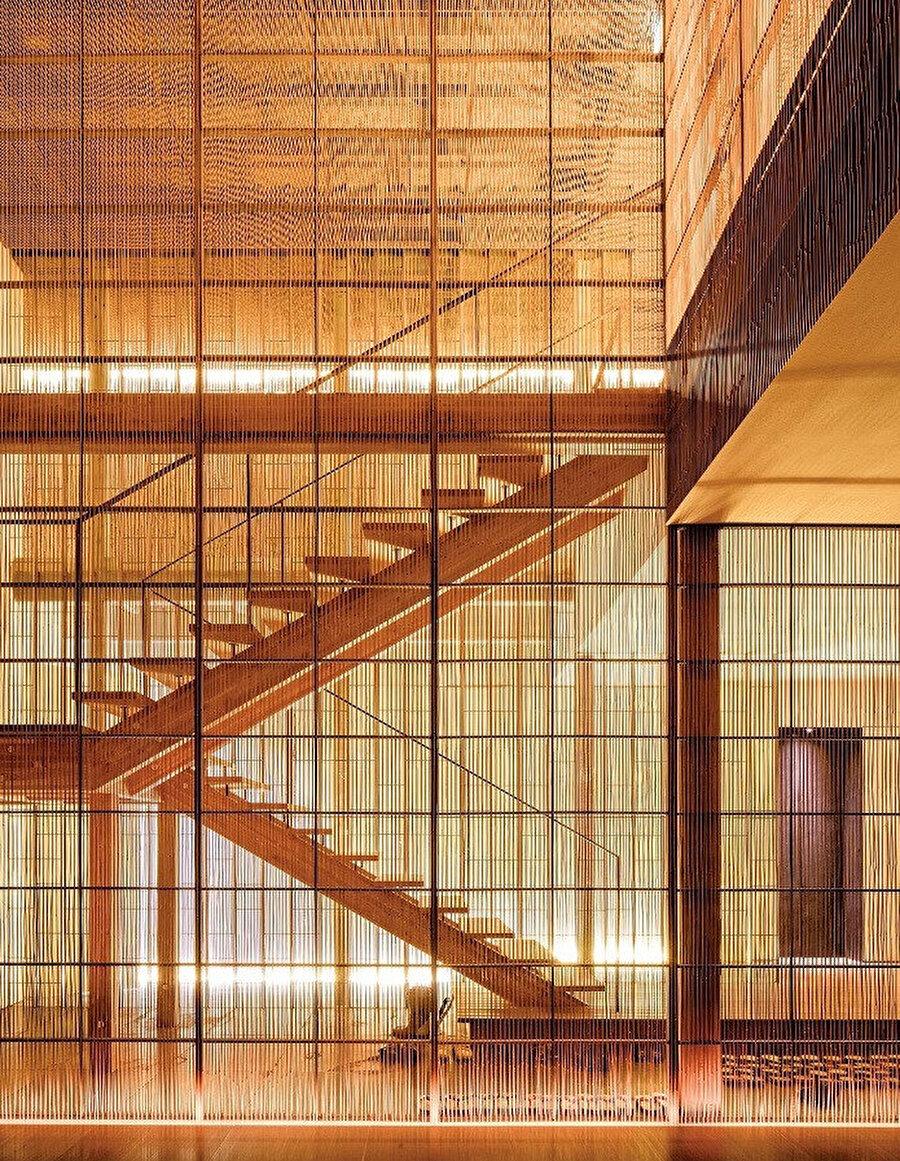 Fujiya ryokan, iç mekan. Kuma'nın binaları genellikle sadedir ve özellikle ahşap olmak üzere yerel malzemelerden yararlanılır.