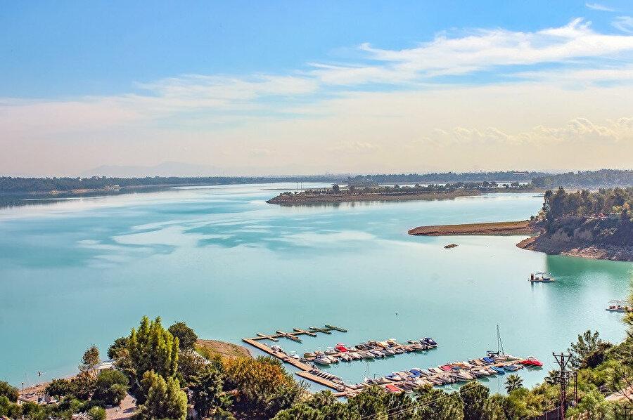 Türkiye'deki maden zengini 4. bölge olan Adana; krom, demir, manganez, kurşun ve çinko yatakları açısından önem taşımaktadır.