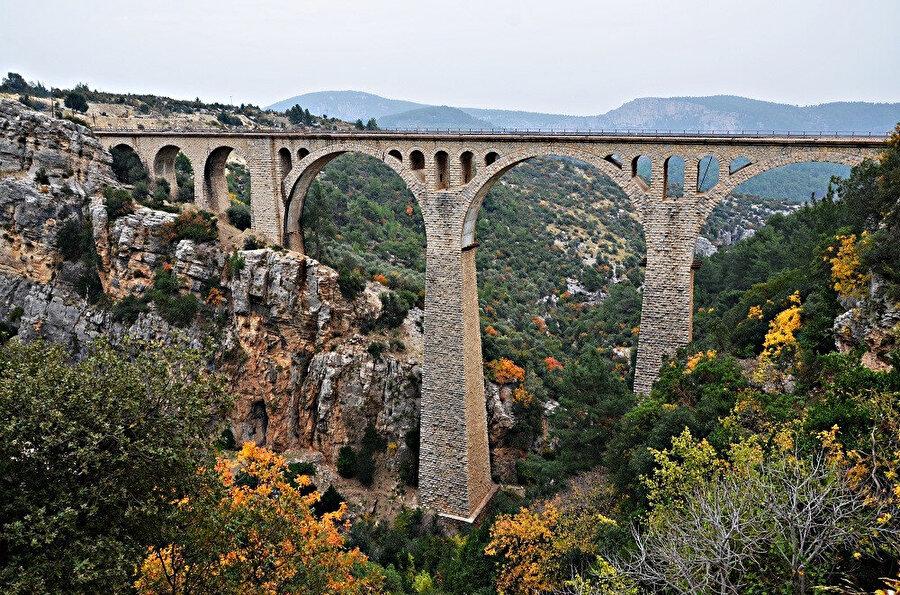 Homeros'un İlyada'sında şehir Adana olarak anılır.