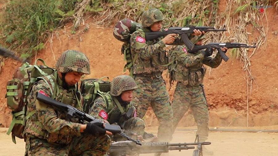 """Myanmar Ordusu ile """"Budist Arakan Ordusu"""" örgütü arasındaki çatışmalarda siviller zarar görüyor."""