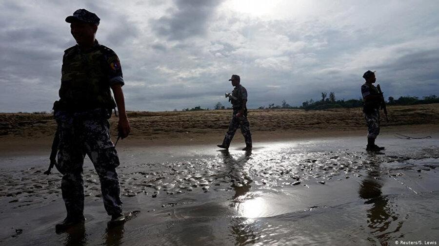 Myanmar ordusu, Müslüman Arakanlıları, Budist Arakan Ordusu'na karşı canlı kalkan olarak kullanıyor.