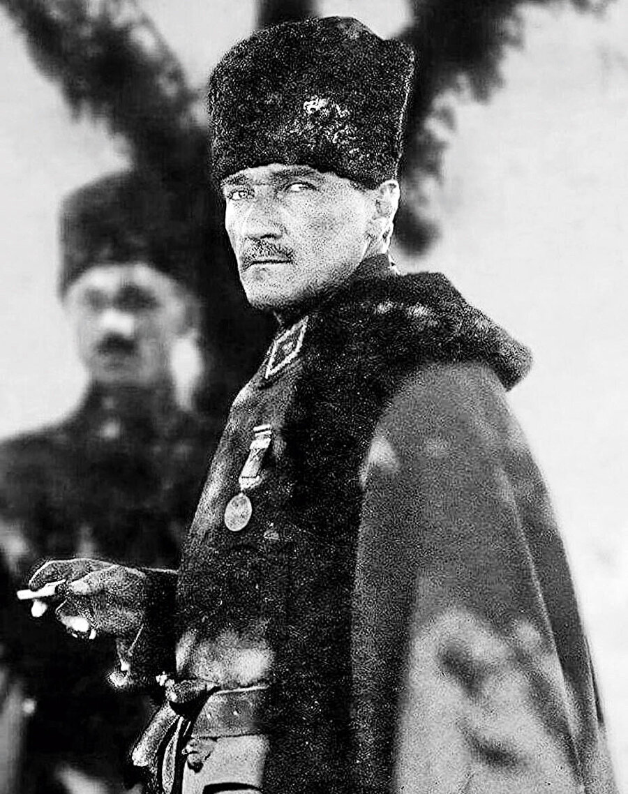 M. Kemal'siz Kemalizm ideolojisini uyduran CHP, Kemalistler arasında da derin bir umutsuzluğa yol açtı.