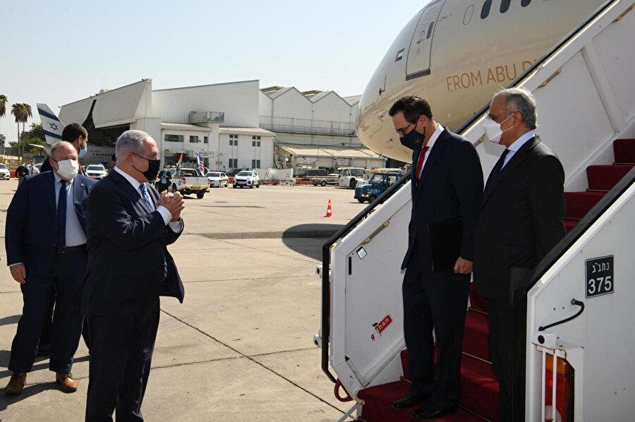 İsrail Başbakanı Binyamin Netanyahu, ABD'li ve BAE'li yetkilileri havalimanında bizzat kendi karşıladı.