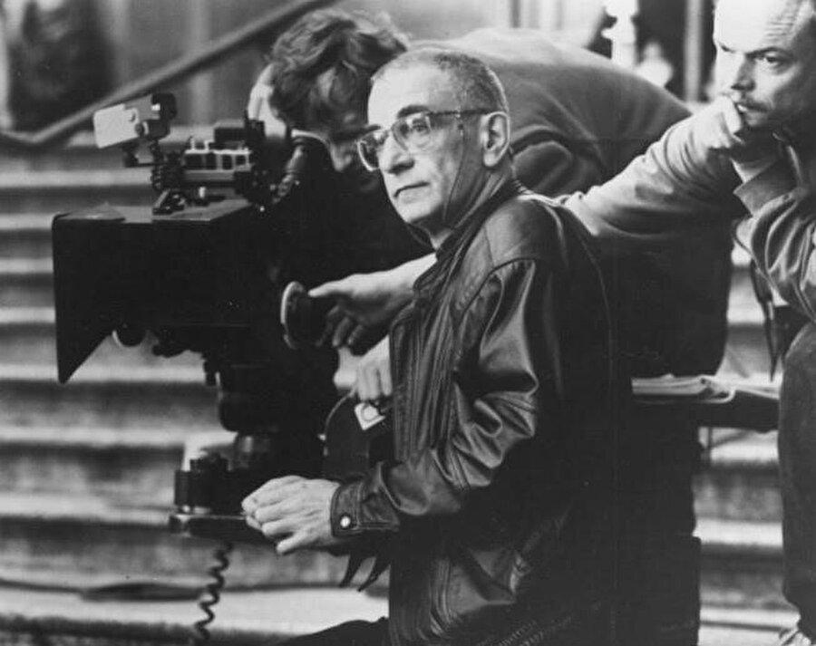 1995 yılında En İyi Yönetmen ve En İyi Yazma dallarında Akademi Ödülü adayı oldu.