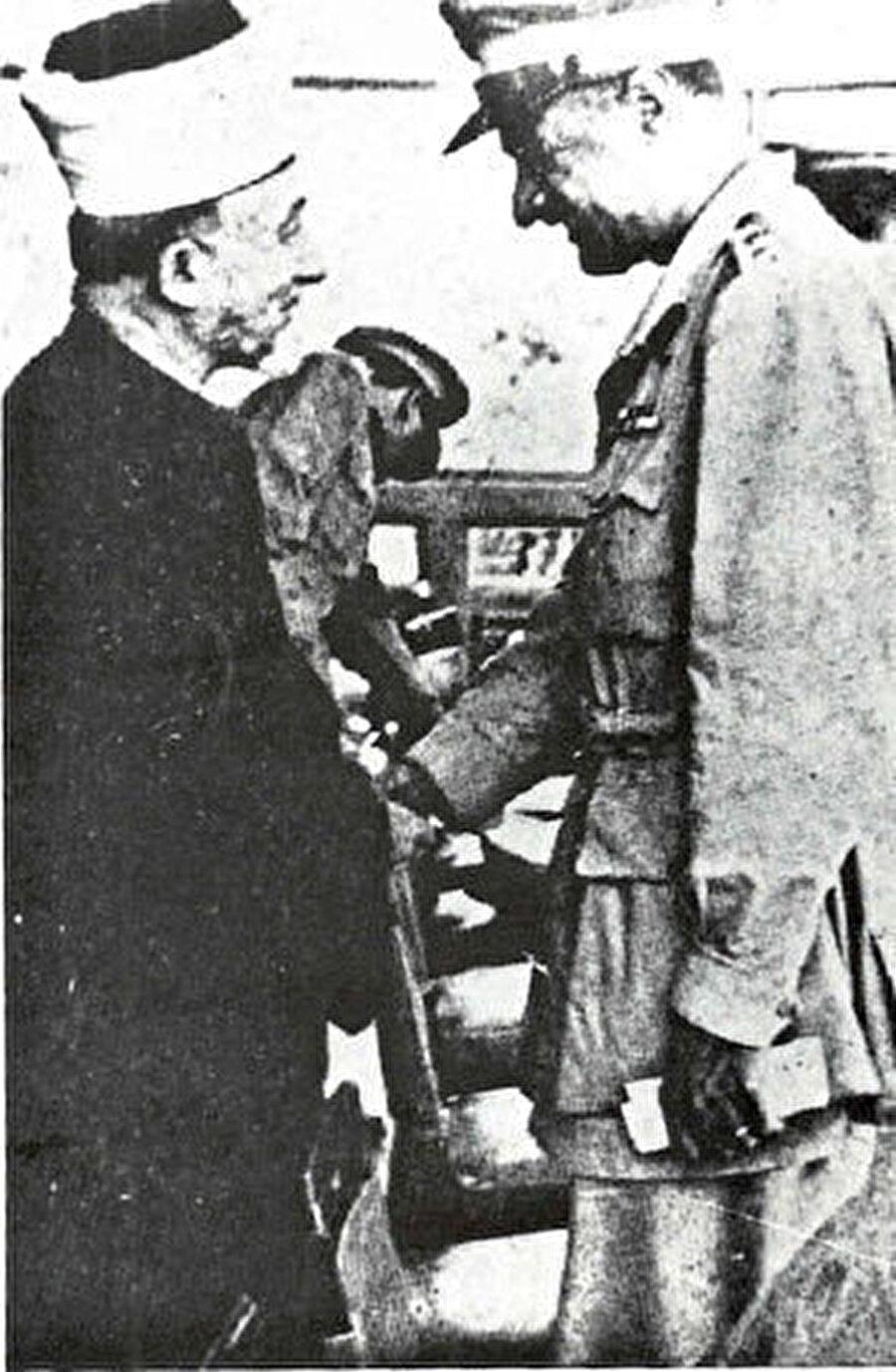 Cemal Abdülnasır bir süre Müftü'ye destek verdi.