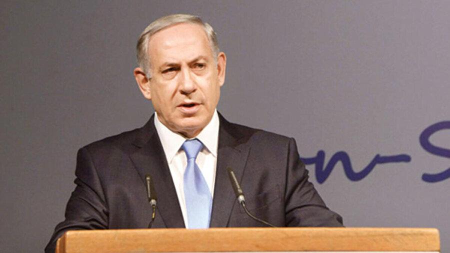 Netanyahu, 37. Dünya Siyonist Kongresi'nde yaptığı konuşmada 2. Dünya Savaşı sırasında yaşanan Yahudi soykırımından Hacı Emin el-Hüseynî'nin sorumlu olduğunu ve Hitler'e Yahudileri topluca yok etme fikrini Kudüs Müftüsünün verdiğini iddia etmişti.