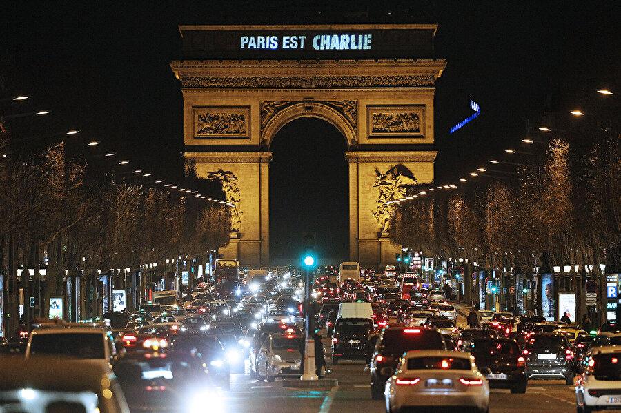 """Paris'te faaliyet gösteren """"Charlie Hedbo"""" adlı mizah dergisine yapılan saldırı da İslamofobinin yükselişe geçmesine sebep oldu."""