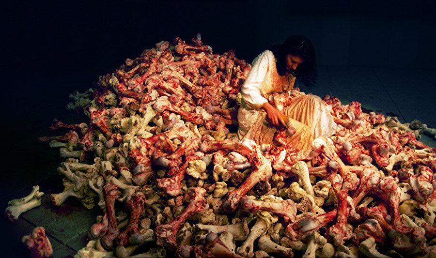 1997 yılında düzenlenen Venedik Bienali sırasında gerçekleştirdiği