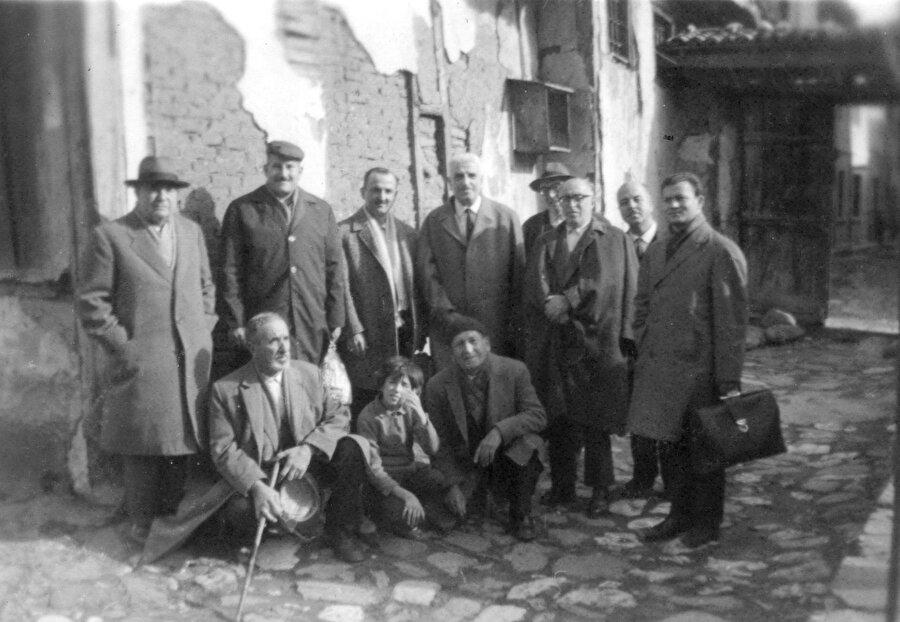 Numaniye Dergâhı Türbe-i şerif huzurunda bir hatıra 1965