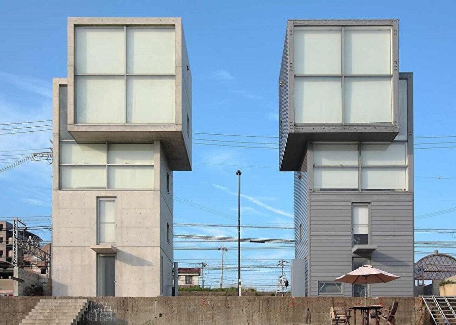 4*4 House, Kobe, 2003