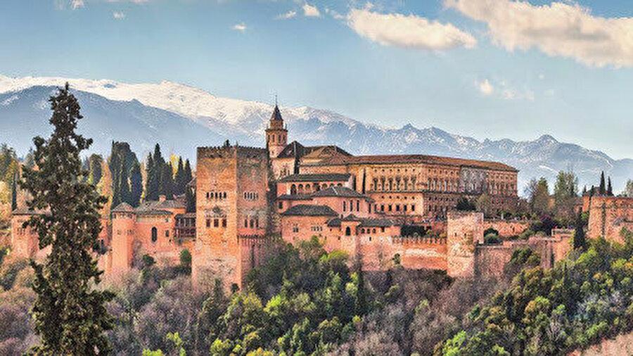 Granada O'nun hareket noktasıydı. 'Yeni İspanyol Müslüman Topluluğu' isminde bir teşkilat kurarak tebliğ faaliyetleriyle gönülleri fethetmeye başladı kısa zamanda. İspanya'daki gayretlerine 1980'lerin sonlarında Arjantin ve Şili'de devam etti Colombo.