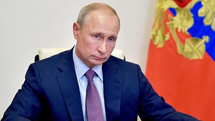 Bugün Moskova'da böyle bir darbe girişimi olsa Rus halkının Putin'e aynı desteği vereceğinden pek emin değilim.