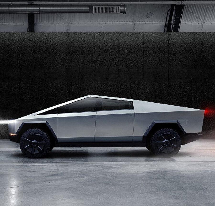 Cybertruck'ın keskin hatları, büyük yapısı ve kaslı hatları otomobili sıra dışı yapan en temel tasarım özelliklerinden birkaçı.