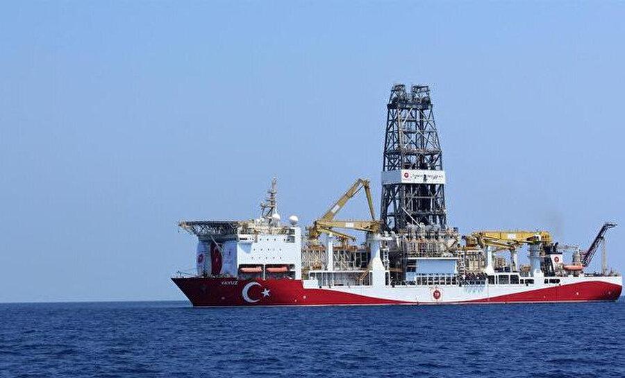 Kırmızı-beyaz renklere boyanan ve 'Fatih' ismi verilen gemi, pek çok teçhizatı yenilenerek daha da yetenekli hale getirildi. 229 metre uzunluğundaki dev Fatih böylece, 6. nesil derin deniz sondaj teknolojisi bakımından dünyadaki ilk 5 gemiden biri oldu.