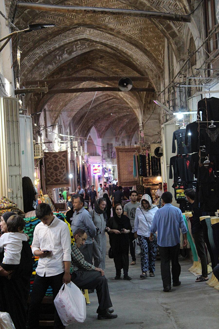İran'a uzun sayılabilecek bir dönem başşehir olmuş İsfehân'dan.. Şehir, Tahran sonrası ülkenin yeni başkenti olma ihtimaline sahip şehirlerinden de biri.