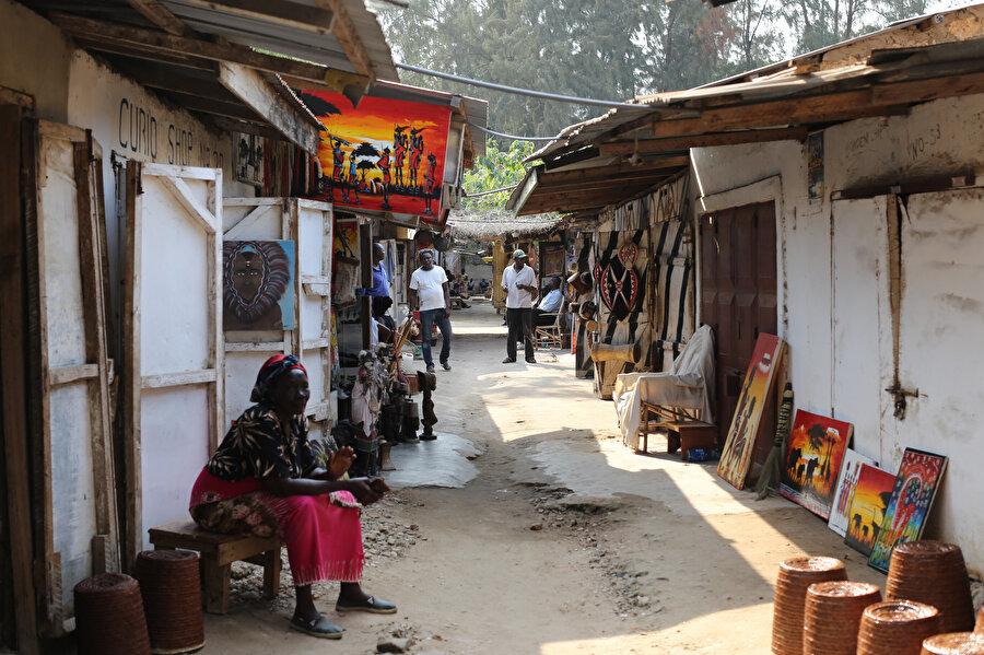 Kenya'da seçenekleri bulunmadığından olsa gerek memurların ikinci gelir kaynağı rüşvet oluyor.