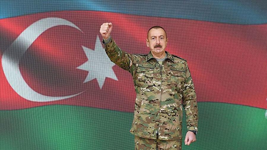 İlham Aliyev, Azerbaycan askerlerinin Şuşa kentini kurtardığını bildirerek halkı kutladı.