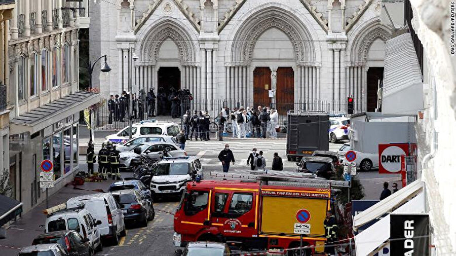 Fransa'nın Nice kentindeki Notre Dame Kilisesi yakınlarında 29 Ekim'de düzenlenen ve 3 kişinin hayatını kaybettiği saldırı sonrası çekilen görüntüler.