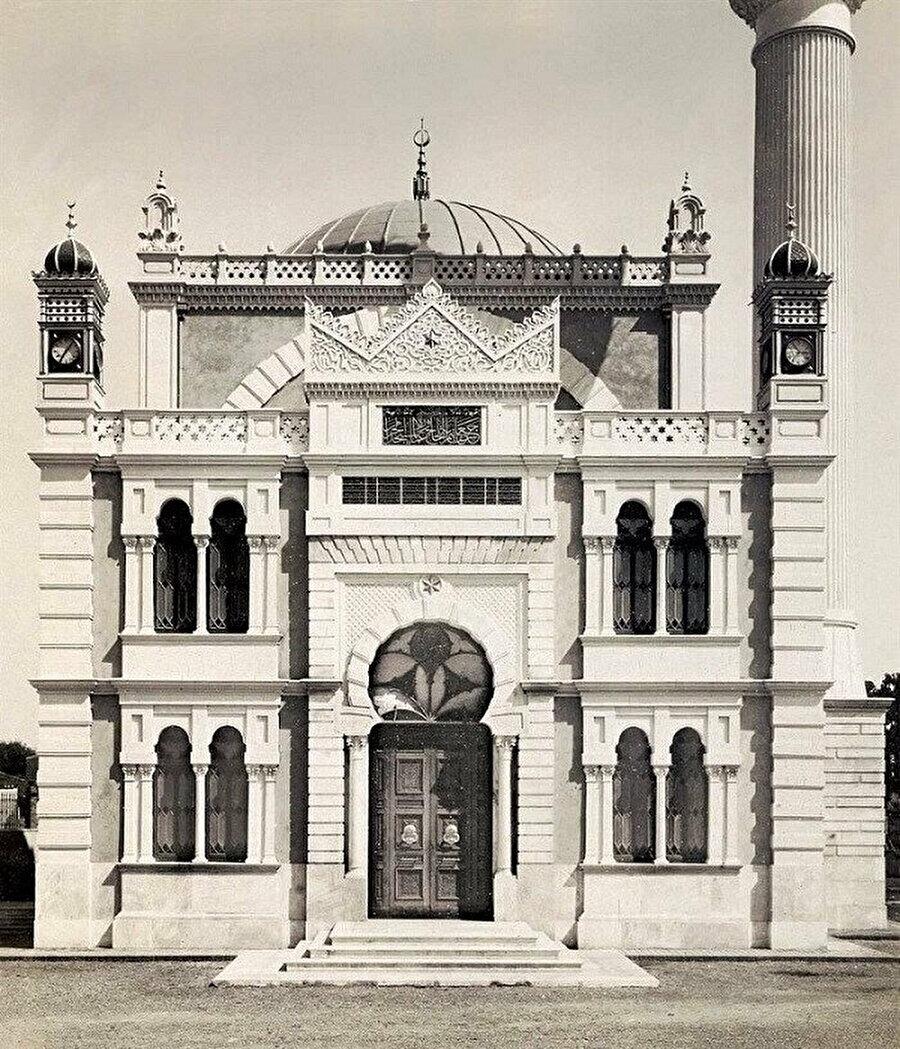 Hamidiye Camii, ön cepheden...