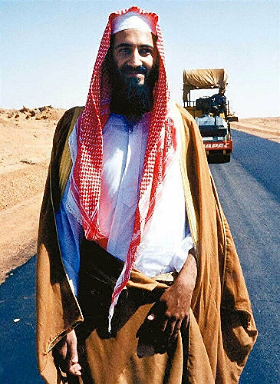 Usame bin Ladin, Sudan'da altyapı çalışmalarıyla meşgul olduğu dönemde.