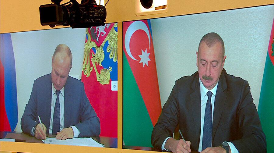 Yapılan anlaşmayı Rusya Devlet Başkanı Vladimir Putin ile Azerbaycan Cumhurbaşkanı İlham Aliyev canlı yayında imzaladı.