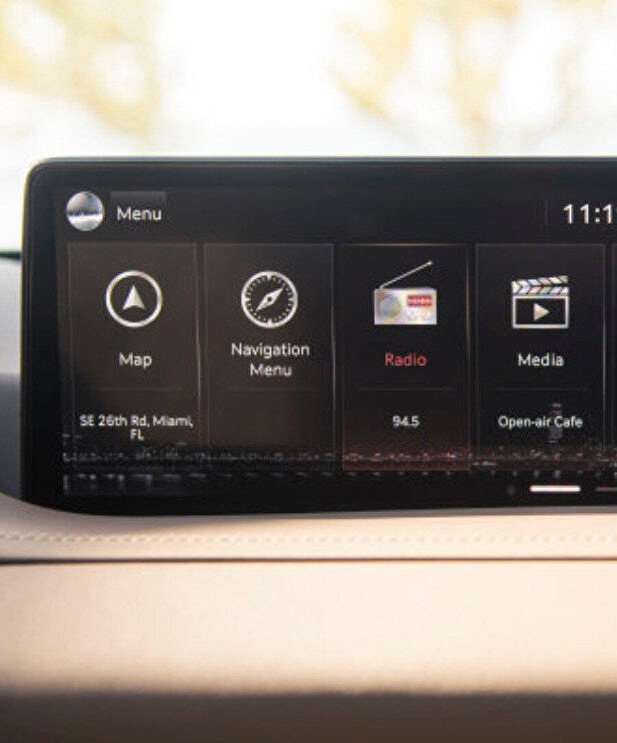 NVIDIA Drive ile birlikte otomobiller yapay zekâyla çevrelenmiş oluyor. Ayrıca bilgi-eğlence sistemine de bu kapsamda bir dizi özellik ekleniyor.
