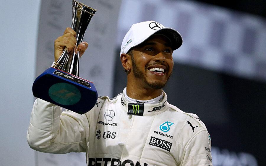 Mercedes Pilotu Lewis Hamilton