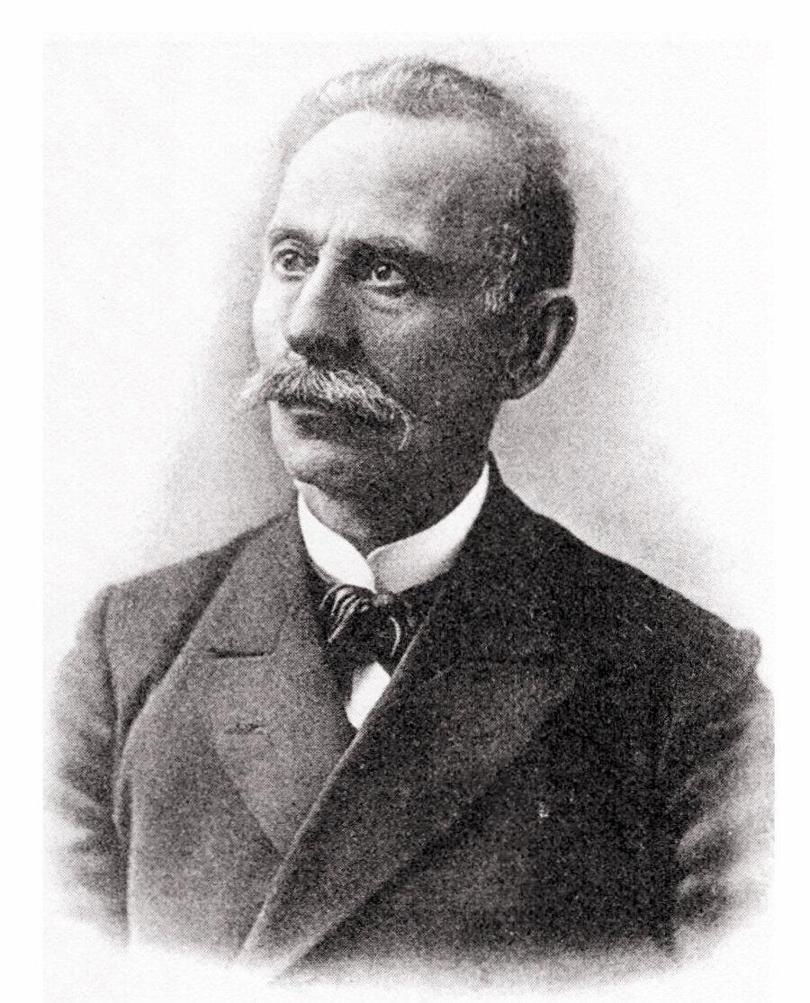 Kırımlı eğitimci, fikir adamı ve gazeteci İsmail Gaspıralı, Rusya Türkleri arasında Cedidcilik hareketinin yaygınlaşmasında öncü rol oynadı.