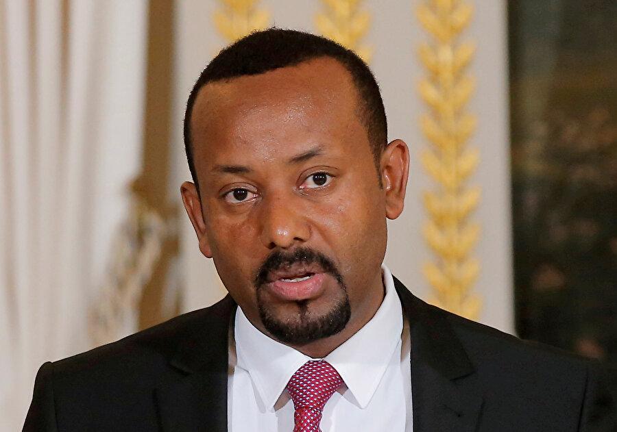 Başbakan Abiy Ahmed, askeri operasyonda son aşamaya gelindiğini ve ordunun eyaletin başkenti Mekelle'ye ilerlediğini duyurdu.