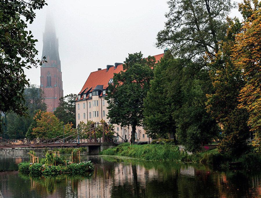 Ülkenin diğer büyük kentleri sırasıyla Göteborg ve Malmö'dür.
