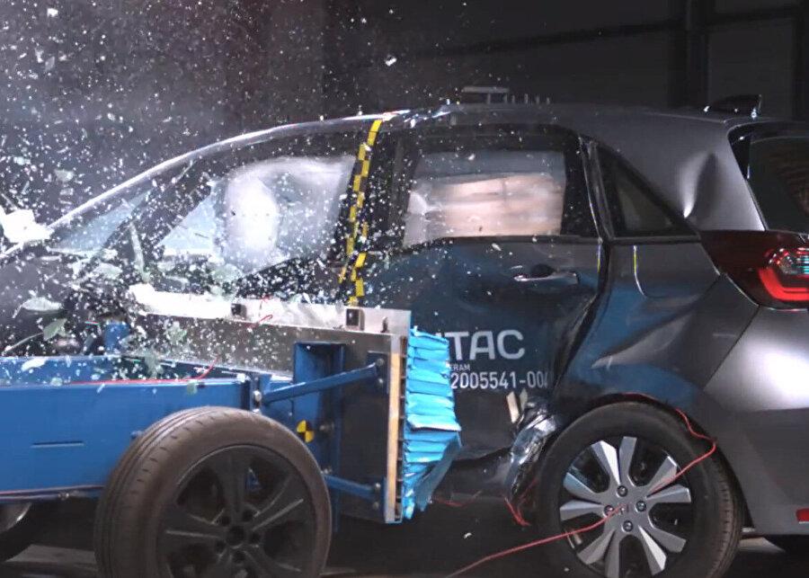 Honda'nın otonom sürüş sistemi de bu testlerden tam puan alıyor.